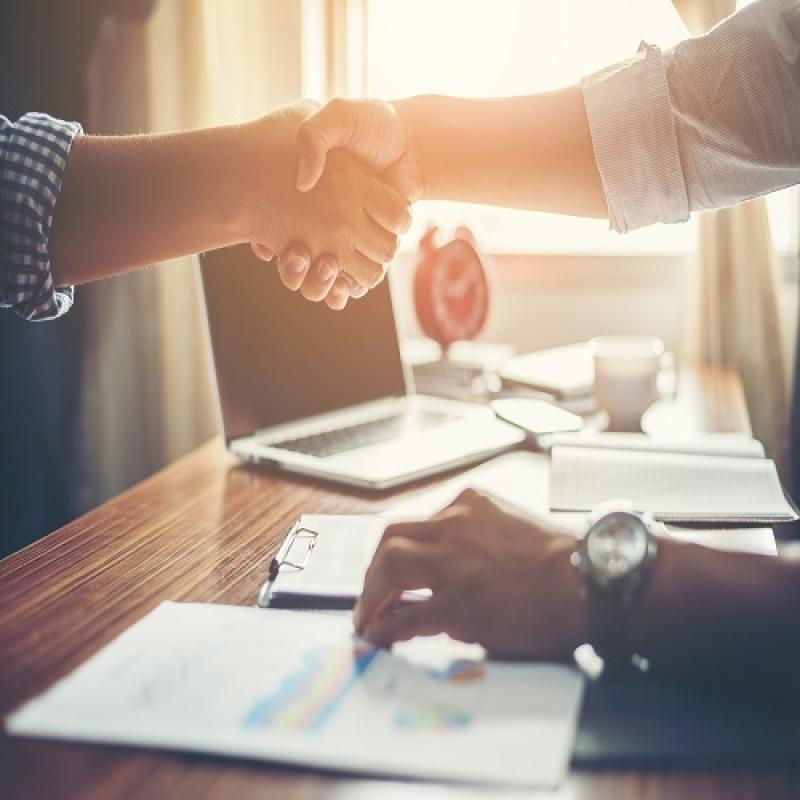 Каква е разликата между трудов договор по Кодекса на труда и граждански договор  по Закона за задълженията и договорите?