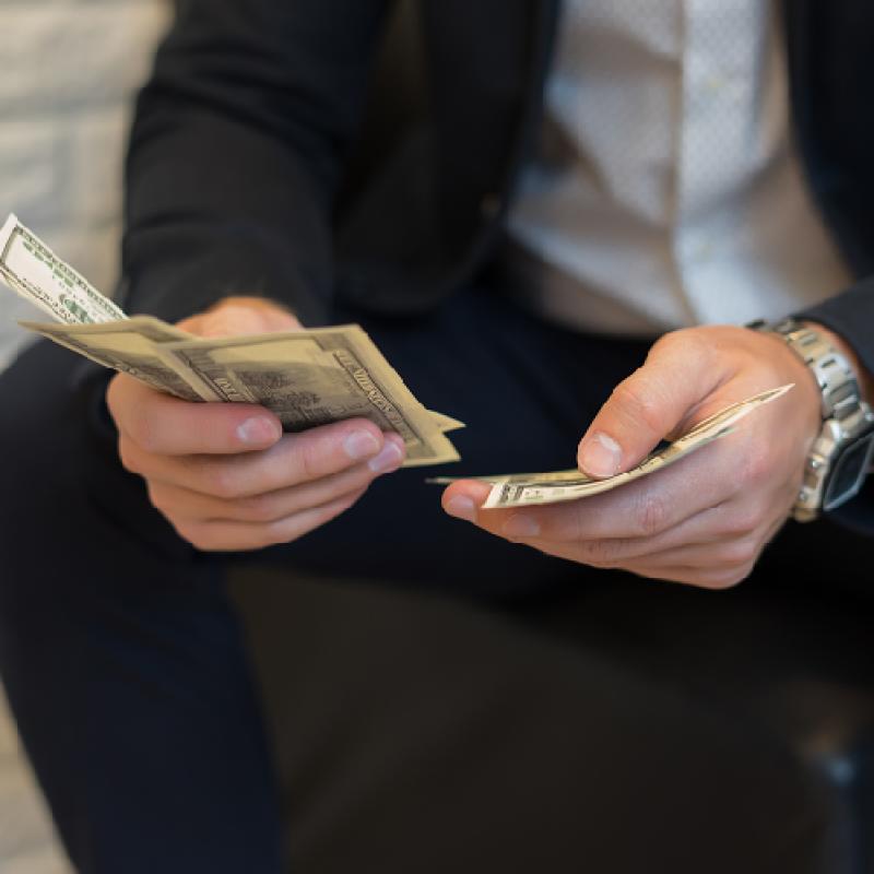 За данъците, недекларираните доходи и материалното положение