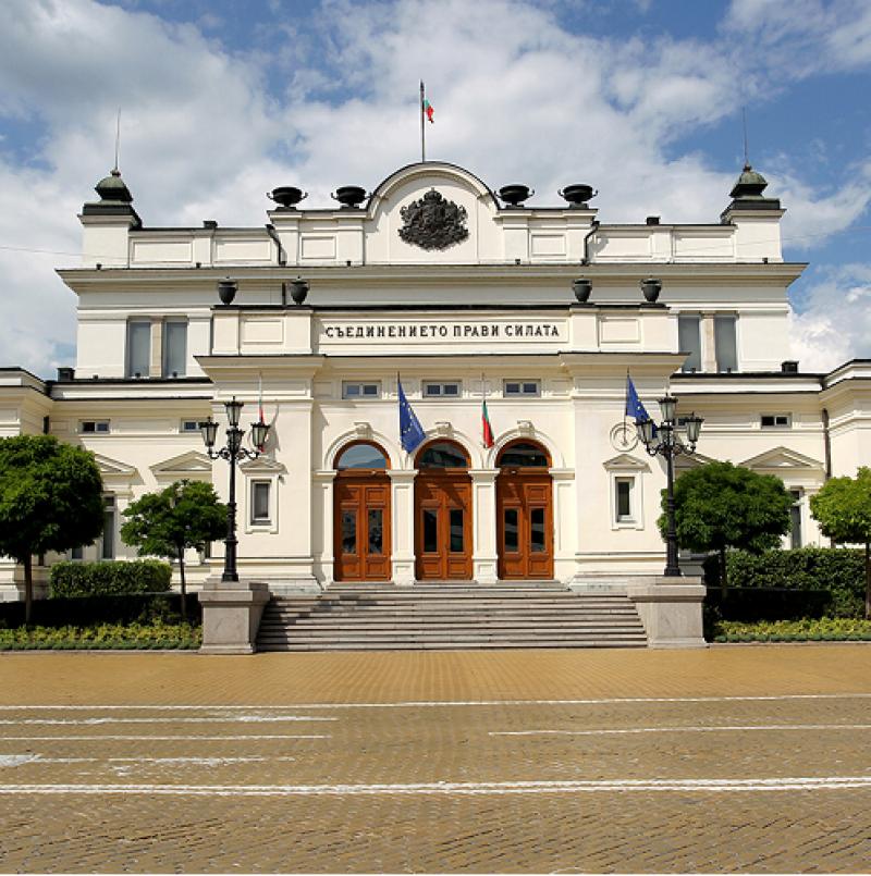Парламентът се събира извънредно заради ветото на президента върху част от Закона за мерките при извънредно положение.