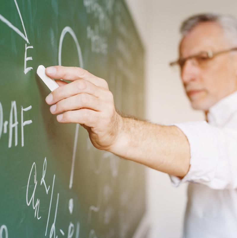 Стартовата основна заплата за учител става 1260 лв. от януари 2021 г.